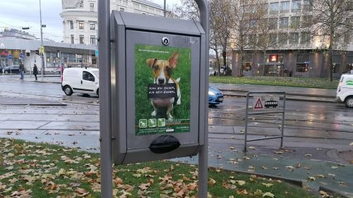 Dogs Poop Bag Dispenser in Vienna © echonet.at / rv