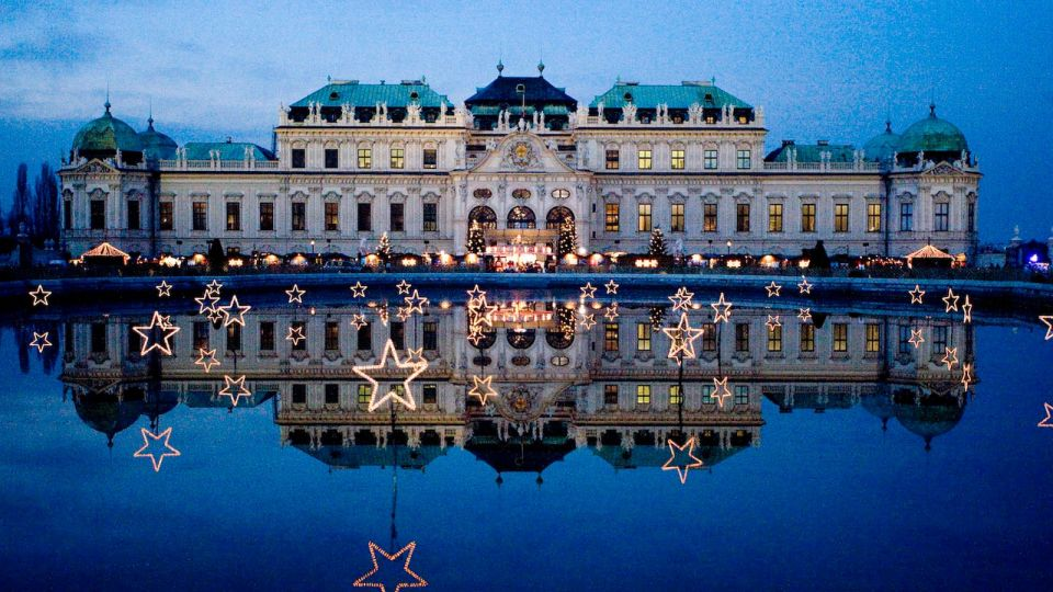 Christmas Market Belvedere View of the Palace Vienna © MAGMAG events & promotion GmbH