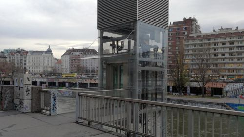 Lift for Wheelchairs to the Danube Channel in Vienna © echonet.at / rv